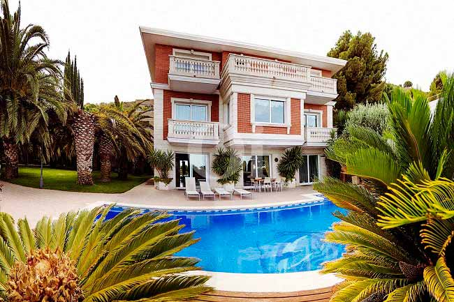 Elegant mansion in the most exclusive area of Pedralbes (Barcelona)