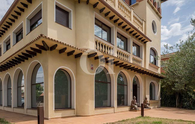 Magnificent villa with it's own style in Castelldefels (Baix Llobregat)